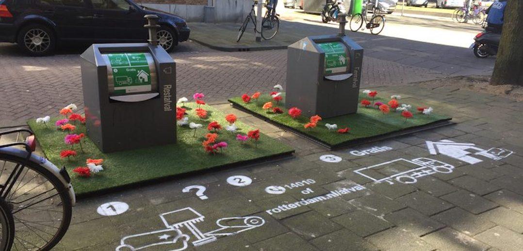 In Rotterdam zijn verschillende afvalcontainers aangekleed met kunstgras met bloemen en buxushagen, bedoeld om de stroom afval die naast de container belandt te verminderen. Resultaat: de eerste maand trof de gemeente 75 procent minder afval aan rond de aangeklede containers, drie maanden later is de hoeveelheid afgenomen met 85 procent.