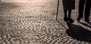 Ouderen lopen