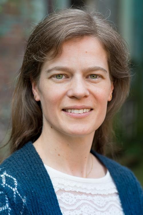 Drs. Ingrid Huting